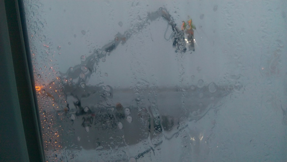 bucket truck deicing SWA 737