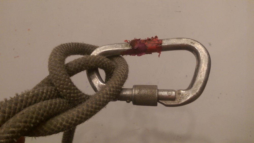 Aluminum Carabiner with marking tape in a münter hitch.